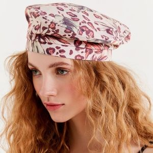 NWT Urban Outfitters Pink Leopard Canvas Beret.